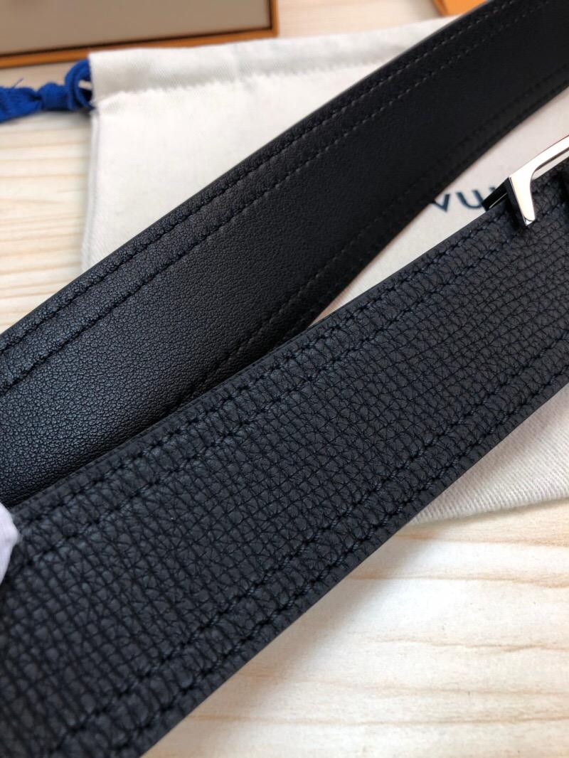 LV皮带皮带男士皮带!此款腰带采用双面设计,一侧为风格休闲的原版