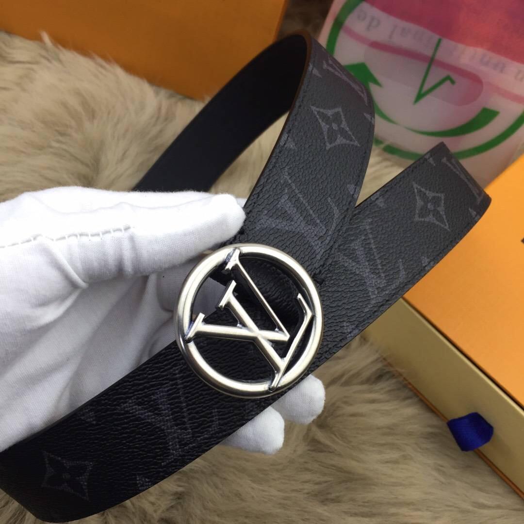 LV皮带新款 与专柜同步 顶级原单 此款饰有圆形LV皮带 logo的